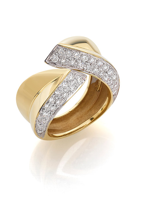Anello in oro giallo e diamanti.
