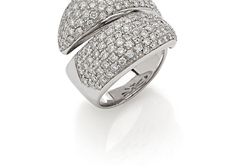 Anello in oro bianco 18kt. e diamanti bianchi naturali.