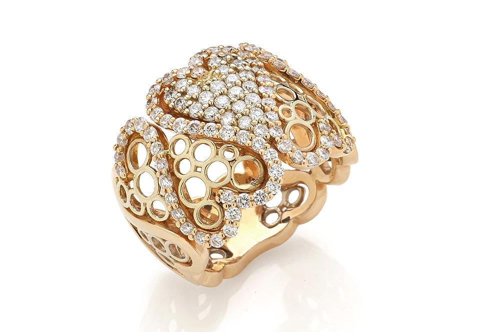 Anello in oro rosa e diamanti bianchi naturali.