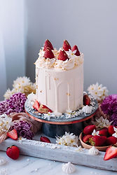 white-cake-with-strawberry-jam-and-vanil