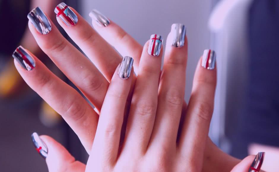 Дизайн ногтей Фольга