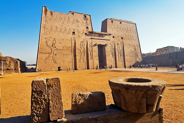 egypt-edfu-facade-of-the-temple-of-horus