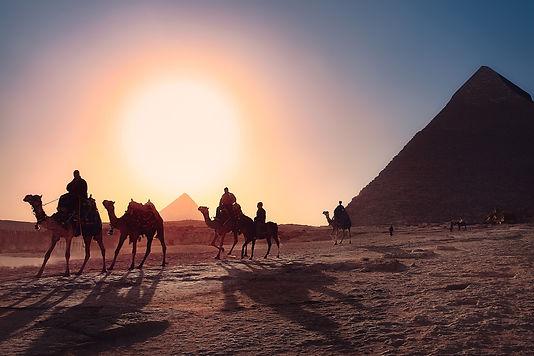 pyramids-3753769_1920.jpg