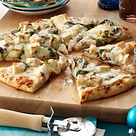 Rich-Chicken-Alfredo-Pizza_exps165518_TH