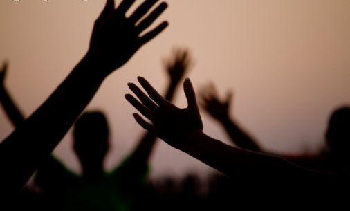 gathering, groupe, festival, joie, inspiration, respiration, massage, soin energétique, developpement personnel