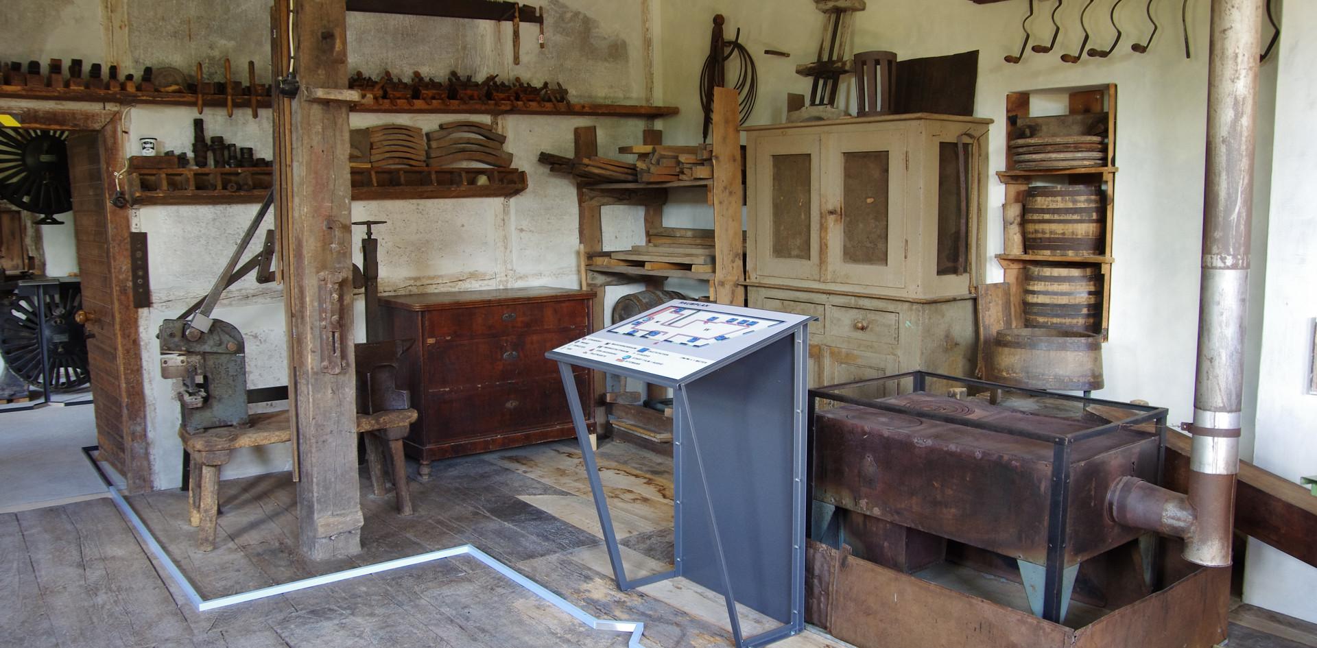 Werkstattraum mit Bodenleitsystem und Raumplan