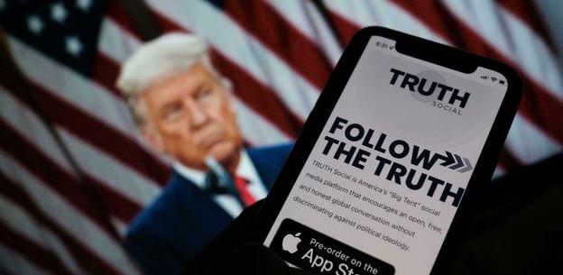 Donald Trump anuncia el lanzamiento de su propia red social: 'Truth Social'