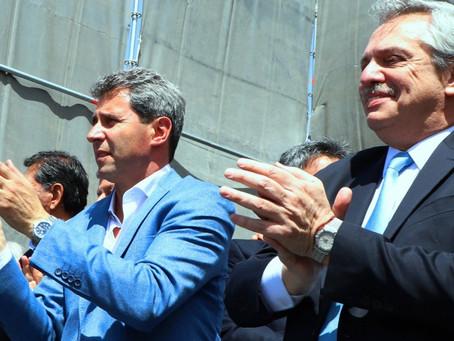 Con hisopado negativo, Fernández llega a San Juan