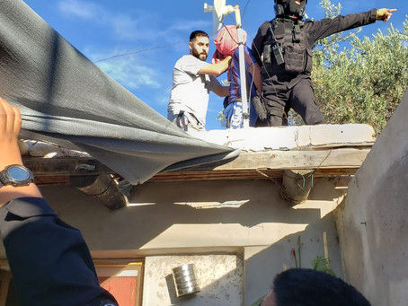 Delincuente escapaba de la Policía y lograron aprehenderlo en el techo de una vivienda