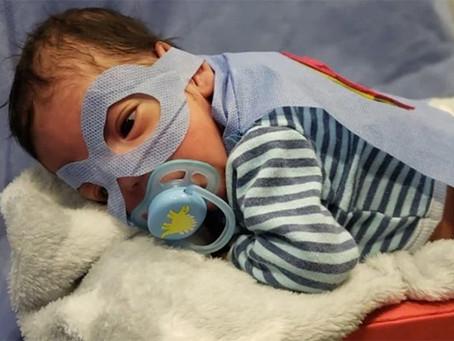 Un bebé pesó 500 gramos al nacer y logró el alta tras 100 días de internación
