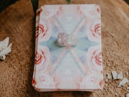white-gemstones-3363674.jpg