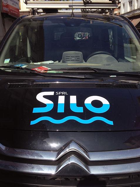 logo silo à l'eau ? j'arrive !, entrepreneur, spécialiste de l'humidité, chan logo, problème d'humidité