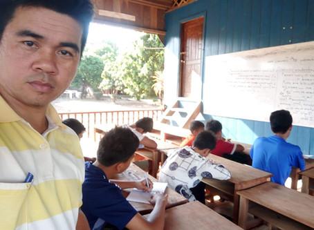 Premier cours d'anglais à l'orphelinat de Pailin