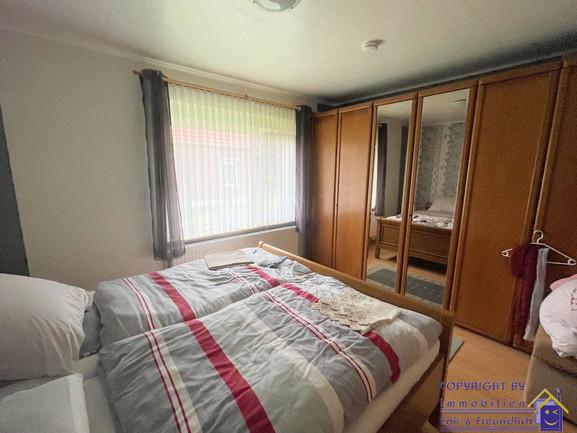 10 FF 201 Schlafzimmer.JPG