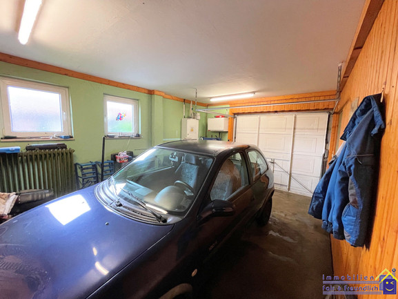21-ff-051-garage.jpg