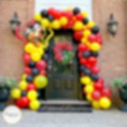 luxe-life-event-design-front-door-balloon-garland