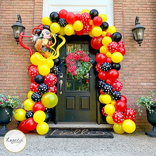 luxe-life-event-design-front-door-balloon-garland
