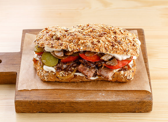 Сэндвич с мясом и грибами в сливочном соусе