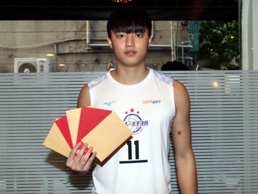 拿坡里世大運》拿坡里世大運開幕 男排「黃金左手」吳宗軒任中華代表隊掌旗官