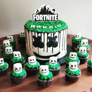 8 in 3 Layer Fortnite Cake