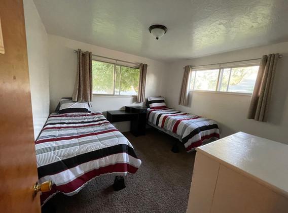 Upstairs bedroom (2/3)