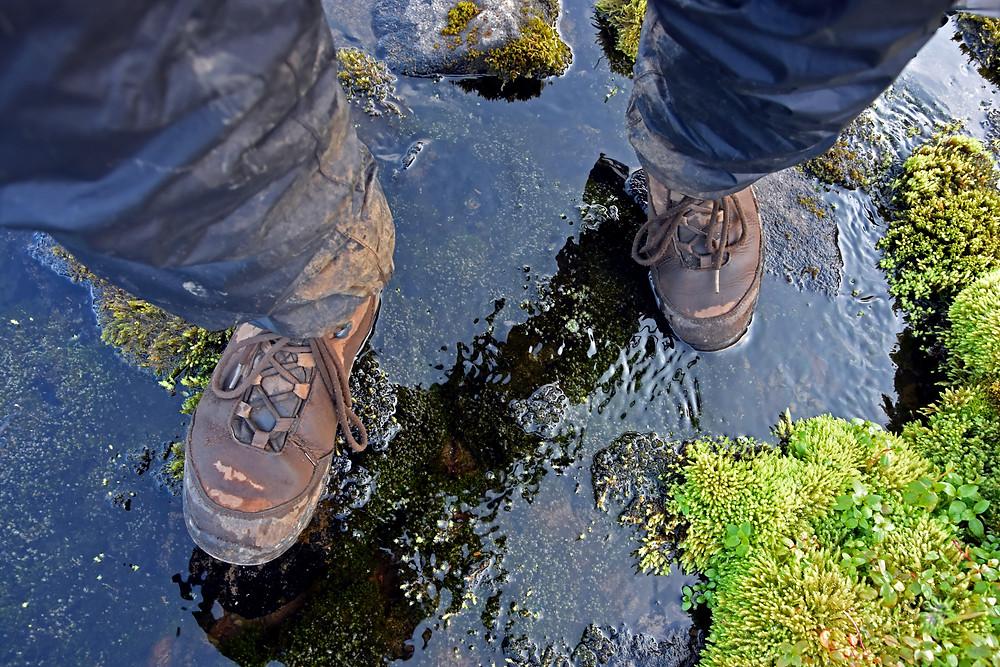 Kvalitní kožené boty jsou dostatečně voděodolné i bez membrány. A když už promoknou, vyschnou rychle.