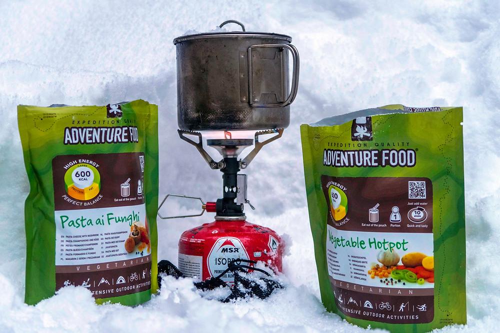 V zimě byly restaurace zavřené, a tak jsem pozvala mamku na oběd do přírody a uvařila ze sněhu.