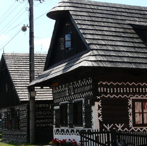 SLOVENSKO CESTOU HRDINŮ