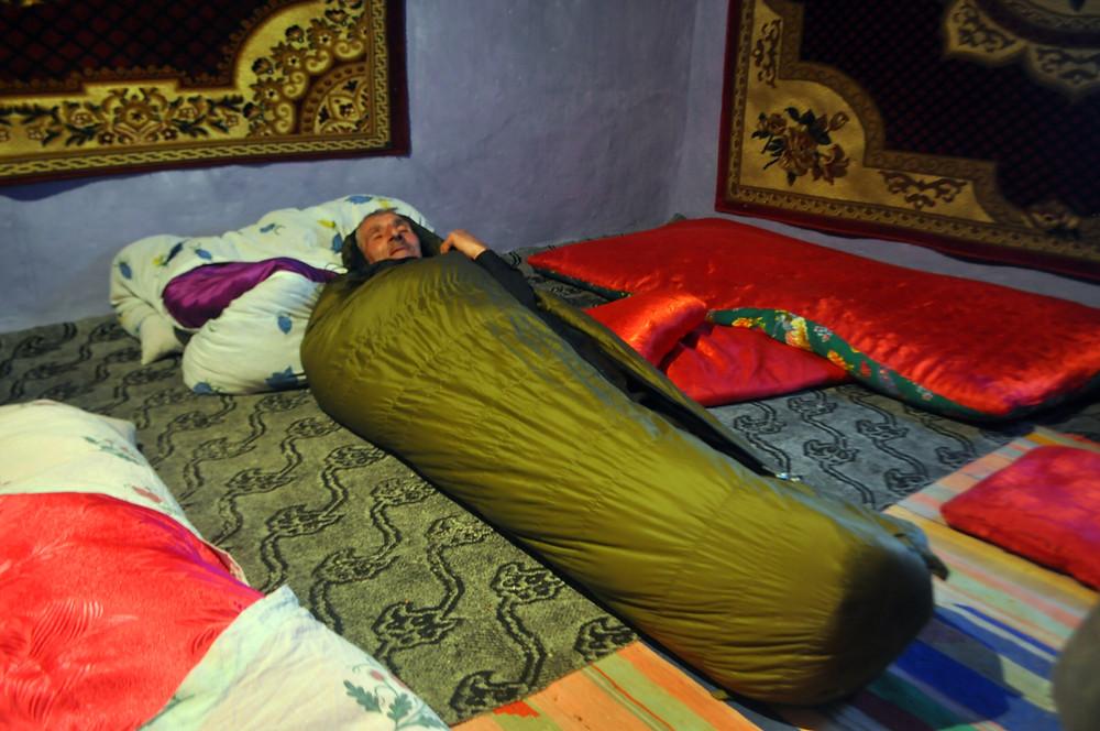 """Na Kavkaze si můj hostitel v bujaré náladě zalezl do mého spacáku a blaženě vykřikoval """"Charašó! Óčeň charašó!"""". Ze spacáku ho nakonec vyhnala až pobouřená manželka."""