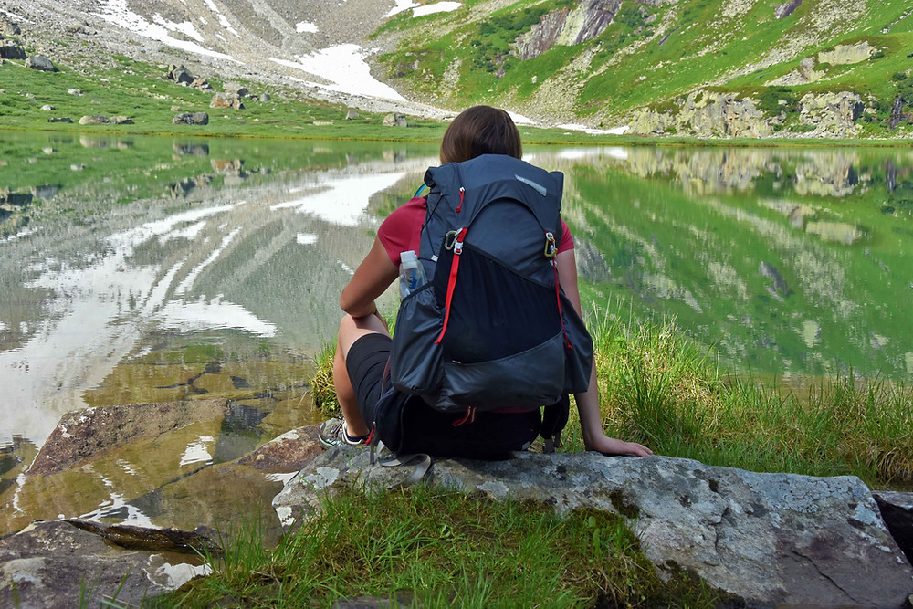 S batohem Kumo v plné výbavě a týdenními zásobamiu alpského jezera Oberer Rotgüldensee.