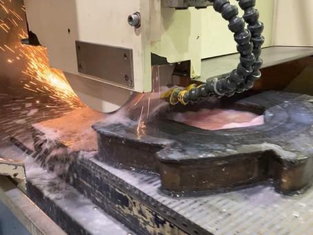 UCT investeert in grote slijpmachine