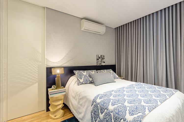 apartamento masculino com composição de quadros