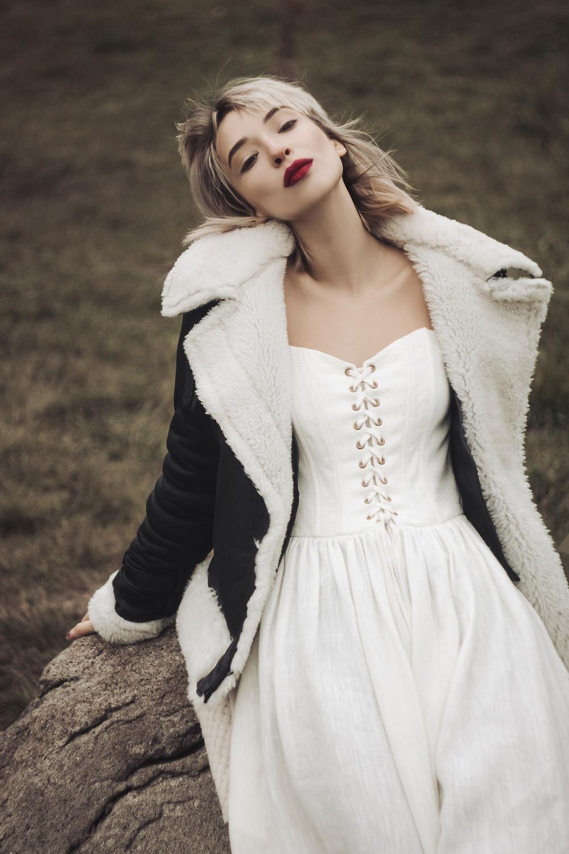 Платье: Flow The Label;  Дубленка: Olivieri