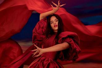Сочная коллаборация Росалии и МАС: новая помада Viva Glam Fall 2020