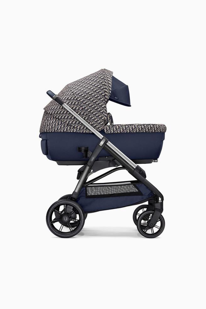Первая детская коляска от Dior