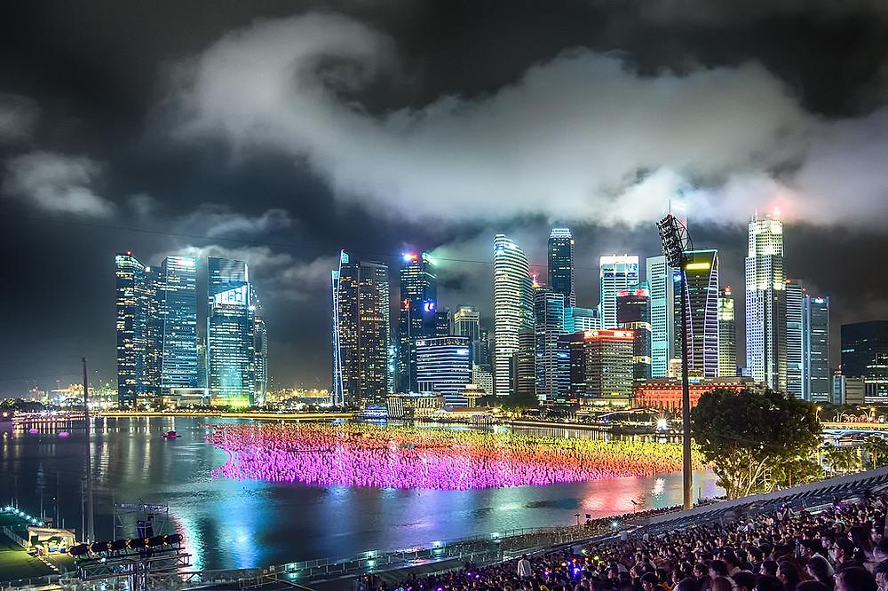 Один из красивейших обрядов – запускать в воду белые шары – совсем недавно появился в Сингапуре