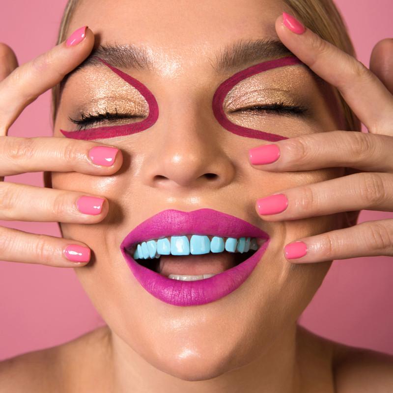 Разноцветные зубы