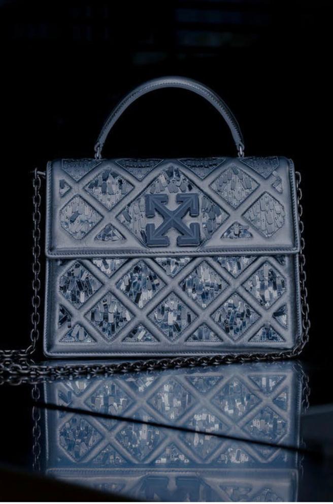 Вдохновлённая Лувром: новая сумка Off-White