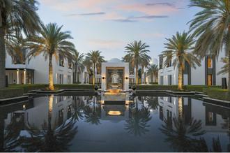 Отправляемся за нестандартными селфи: самый длинный бассейн отеля в Омане