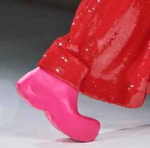 Резиновые сапоги из переработанных материалов от Bottega Veneta