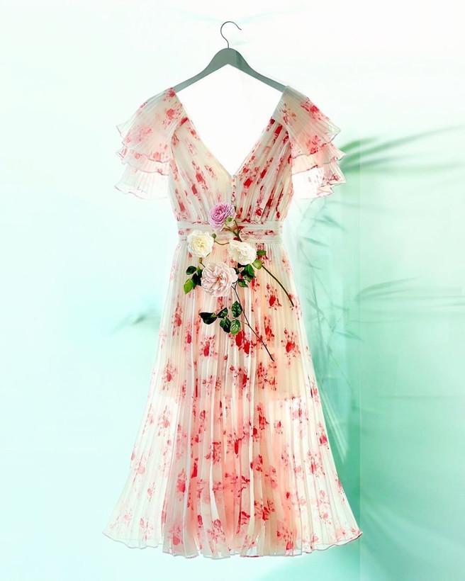 Завершаем лето в «цветочном» режиме: нежные платья для августа