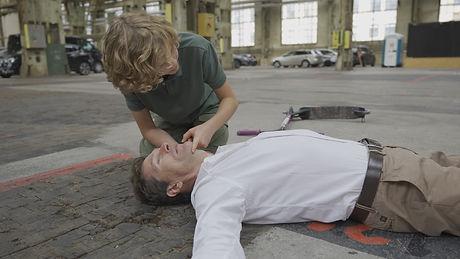 Kind überprüft Atmung 10.jpg