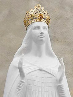 220px-Statue_of_Our_Lady_Knock_Shrine.jp