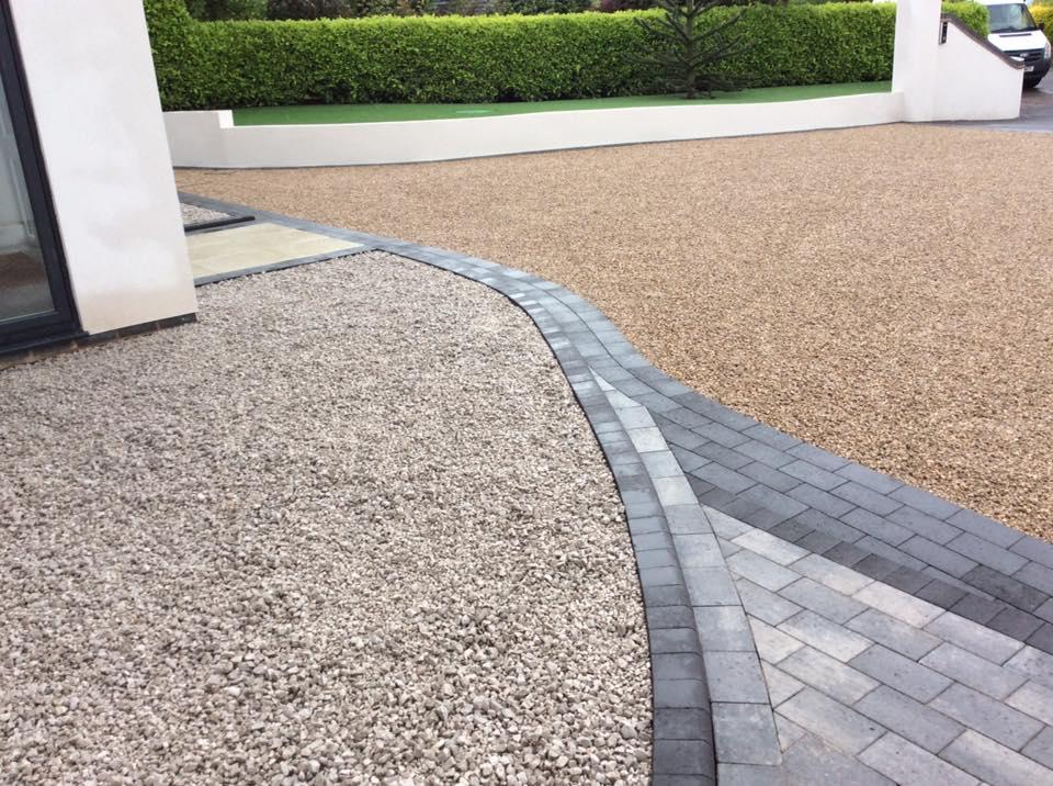 Brett paving and decorative gravel