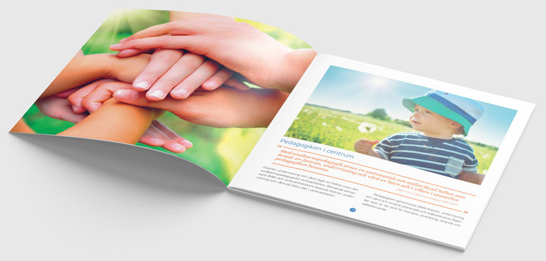 """Ett uppslag i broschyren """"Småbarnspedagogiken är till för barnet"""""""