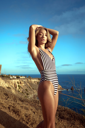 bethan-sowerby-01-striped-swimsuit-palos