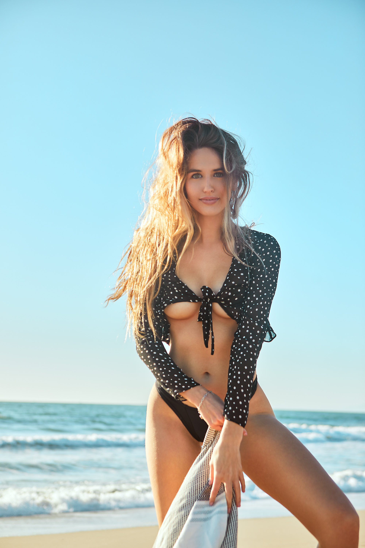 willow-preston-swimwear-model-beach-fash