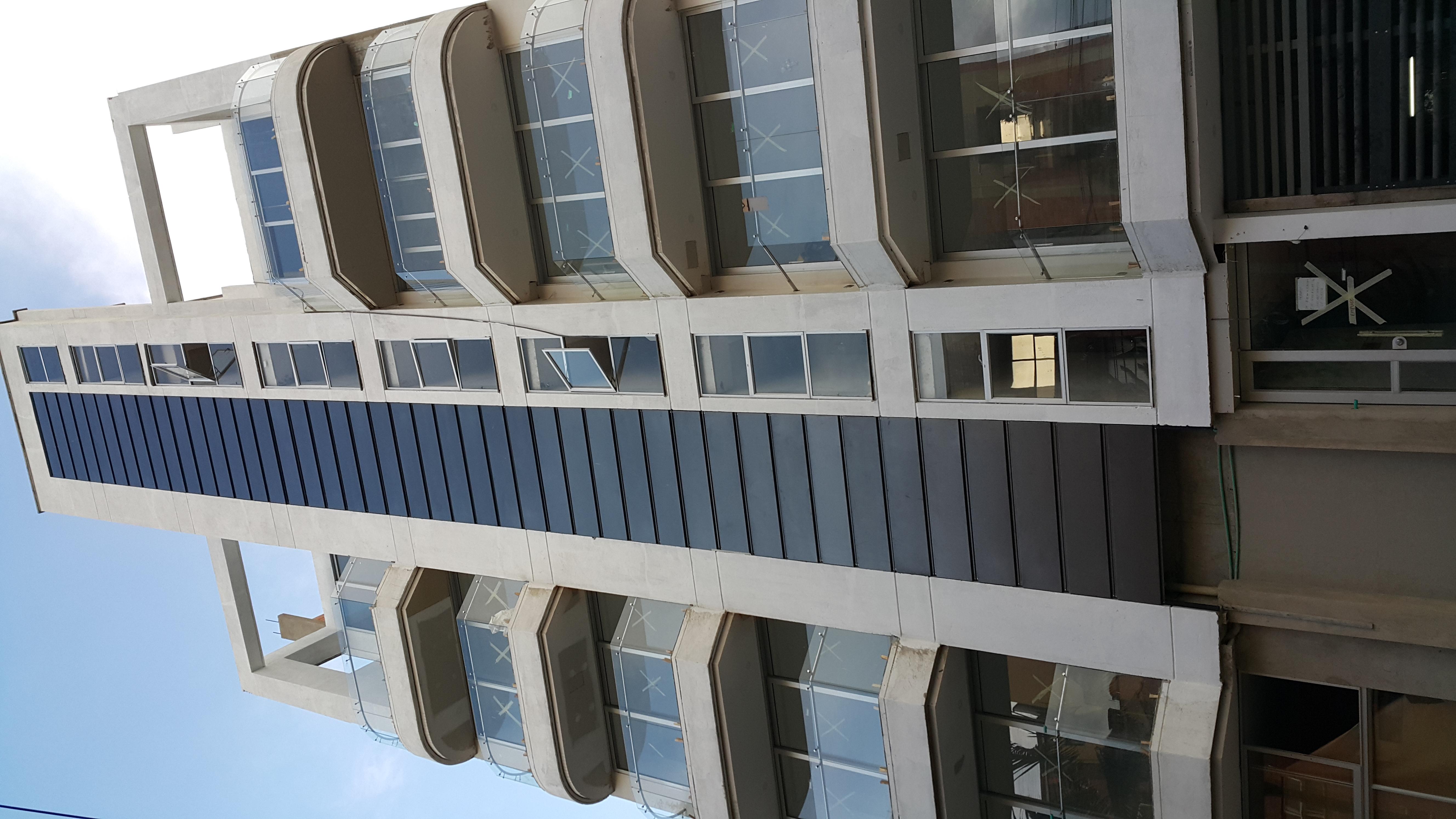 Facha de Edificio con Ventanería