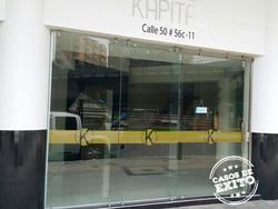 puerta-vidrio-fachada-min