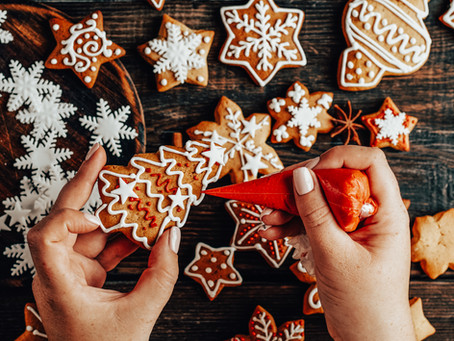 Try this easy gingerbread recipe and make biscuit baubles as Christmas present ideas!